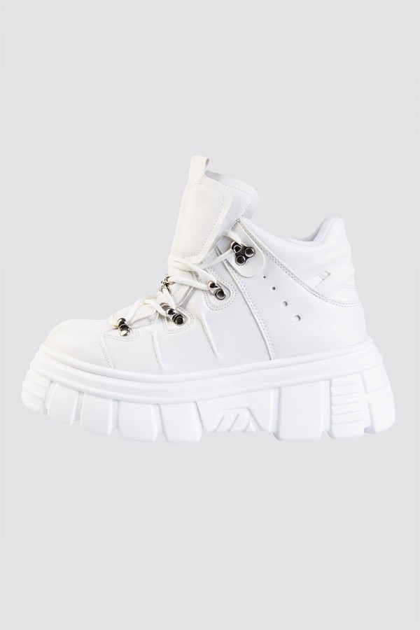 Sneakers - Faux Leather Silver Detail White